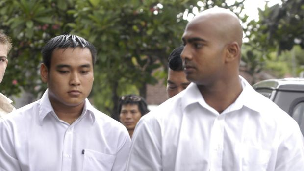 Tan Duc Thanh Nguyen with Myuran Sukumaran during their trial.
