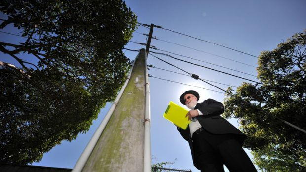 Peter Kloot checks that the Melbourne eruv is intact.