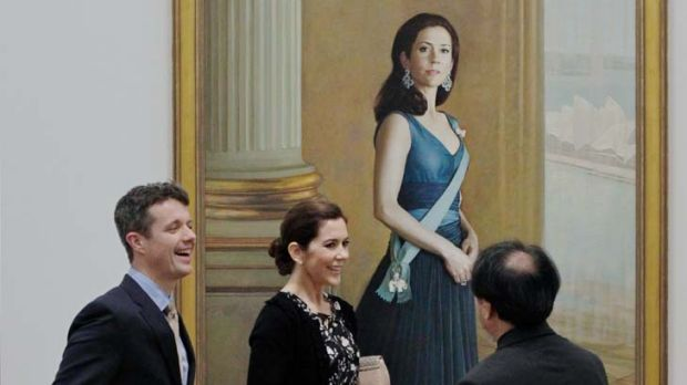 Great Danes ... the royal couple chat with the artist Jiawei Shen, who painted this portrait of Princess Mary.
