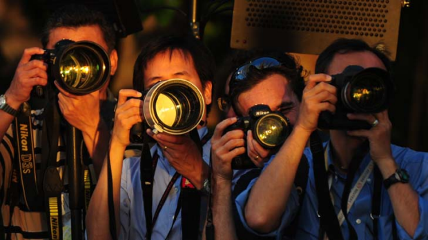 Professional photographers don't seem to mind carrying those heavy lenses.