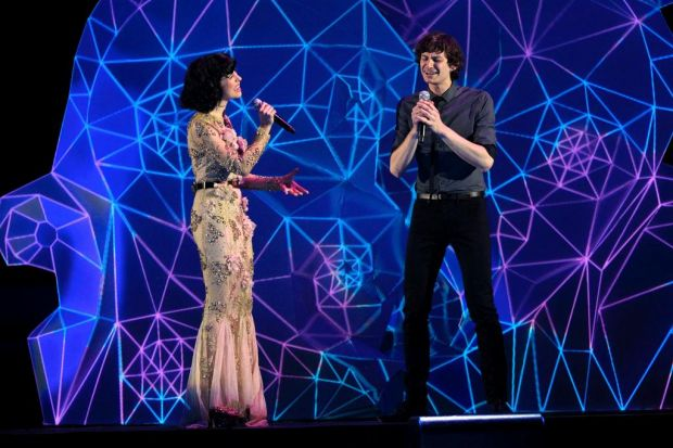 Goyte and Kimbra perform at the Arias.  Winners of the Best Female and Best Male artist's of the year.