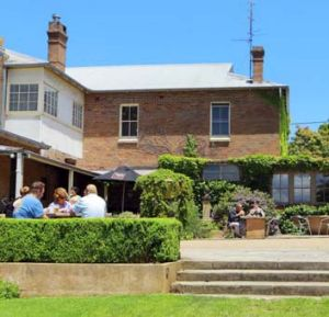 Dining alfresco at the Burrawang.