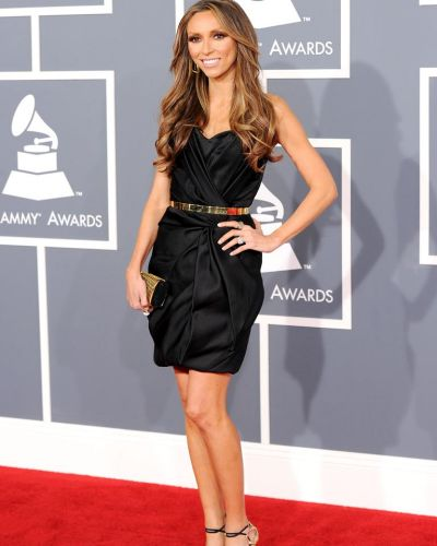 Giuliana Rancic arrives at the Grammy Awards.