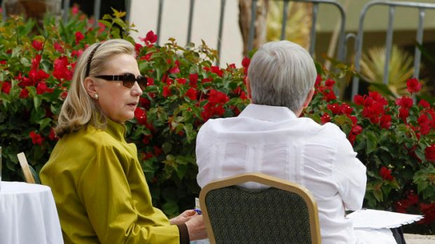 US Secretary of State Hillary Clinton and Foreign Minister Kevin Rudd chat at the G20 foreign ministers' meeting in Mexico.