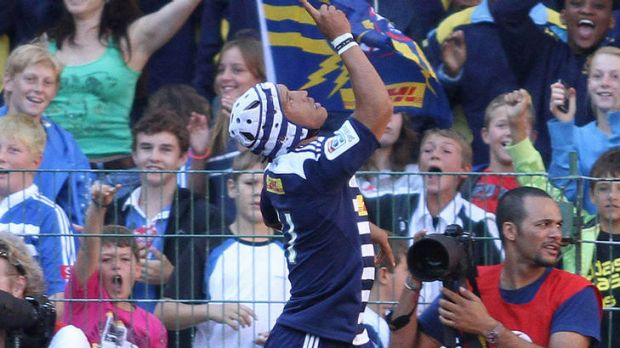 Stormers winger Gio Aplon celebrates after scoring the opening try.