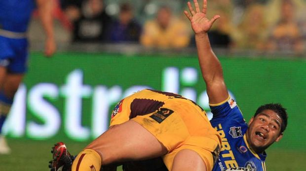 First impression ... New recruit Chris Sandow scored Parramatta's only try of the night.