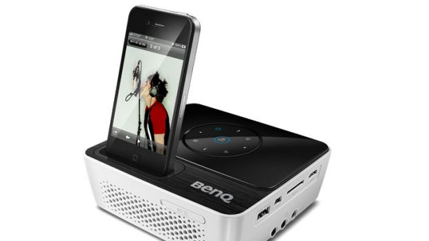 BenQ JoyBee GP2 mini projector.