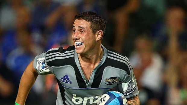 The try that broke the Force ... TJ Perenara of the Hurricanes scoots away for his third five-pointer.