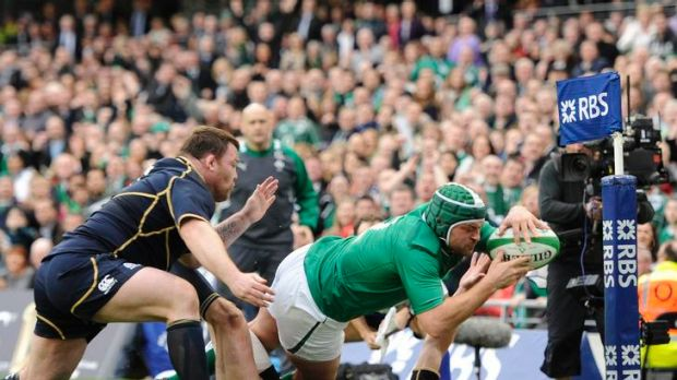 Rory Best scores a try for Ireland.