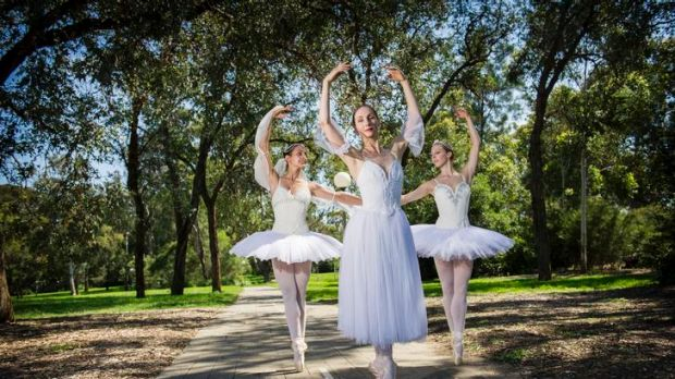 Australian Ballet performers Dimity Azoury, Rachel Rawlins, Lana Jones, ahead of their performance today, 7pm at Stage 88.
