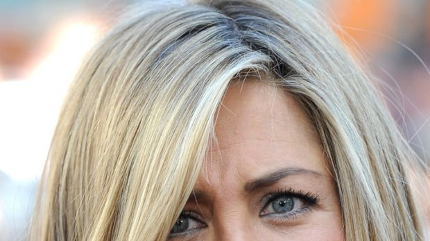 """""""Extremely intense"""" ... Jennifer Aniston reveals her """"laser porn"""" obsession."""