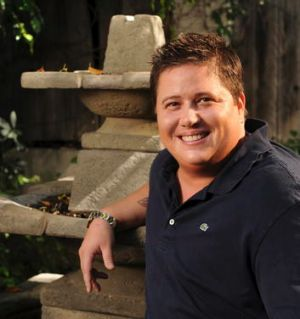<i>Becoming Chaz</i> candidly tracks Chaz Bono's transition from female to male.