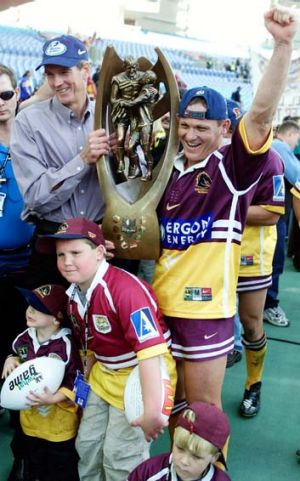 Front runner ... Wayne Bennett hopes to repeat his premiership wins with the Broncos in 2000, pictured, and the Dragons ...