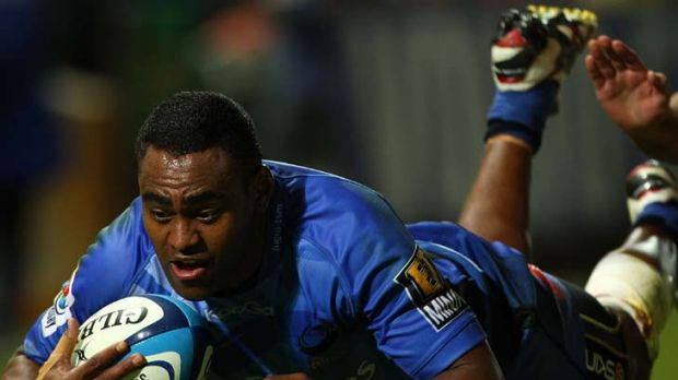 Over ... Sam Wara dives for a try.