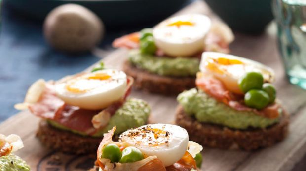 Appetiser ... Crostini with peas, prosciutto and quail egg.