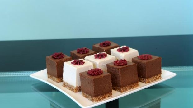 """Chocolate """"cake"""" and vanilla """"cheesecake"""", flavoured with chai and made with all-raw ingredients, from Raw Capers."""