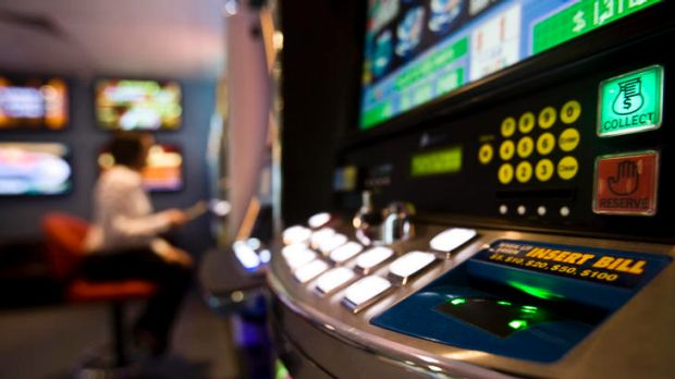 Getup are backing Woolworths shareholders in their push to introduce a maximum bet limit for poker machines.