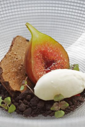 The fourth course: Esca Garden Figs, yougurt ice-cream and dehydrated Valrhona Manjari mousse.