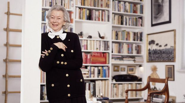 Sheila Scotter, founder of <i>Vogue Living</i> and an editor of <i>Vogue Australia</i>, has died at 91.