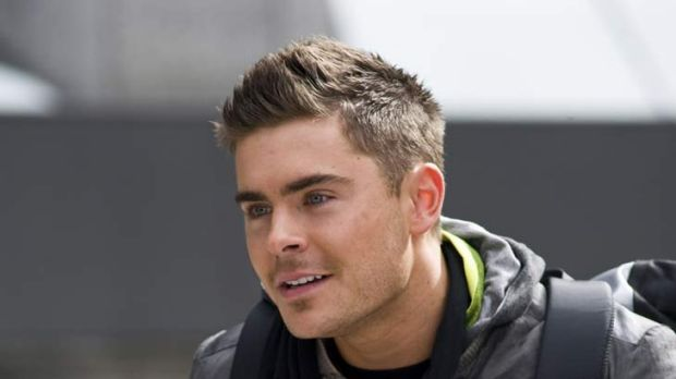 Zac Efron Short Hair New Years Eve Zac Efron Michelle Pfe...