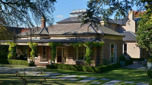 The Kooyongkoot Road home is believed to have gone to an overseas buyer.