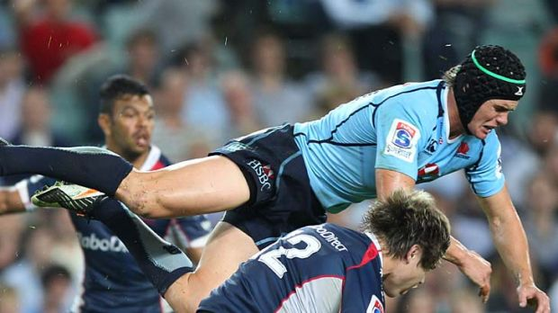 Accidental knee ... Berrick Barnes and James O'Connor collide