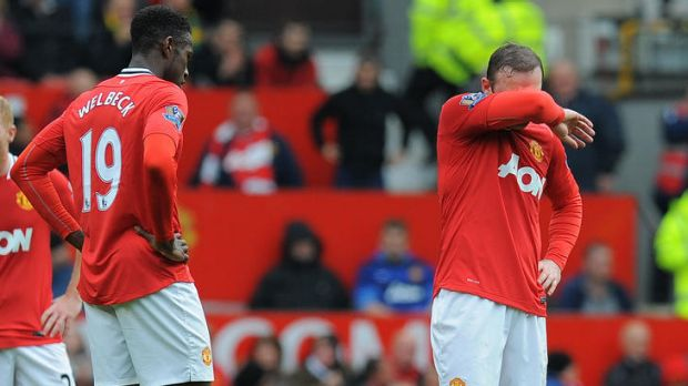 Can't watch ... Manchester United's Wayne Rooney during the 4-4 draw with Everton
