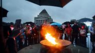 Anzac Day dawns cold and wet (Video Thumbnail)