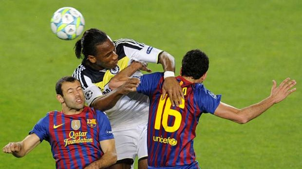 Chelsea's Ivorian forward Didier Drogba (centre) vies with Barcelona's midfielder Sergio Busquets (right) and ...