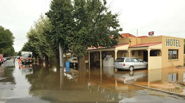 The Tallygaroopna Hotel during the March floods.