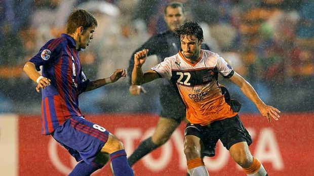 The Roar's Thomas Broich controls the ball against Aria Jasuru Hasegawa of FC Tokyo during their AFC Asian Champions ...
