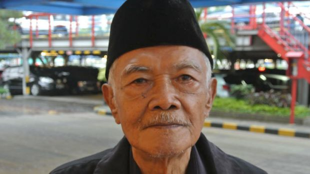 Mohamad Achadi, a former minister in Indonesia's Sukarno government who spent 12 years as a political prisoner under Suharto.