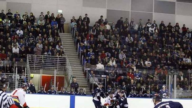 Another sellout crowd at the Icehouse.
