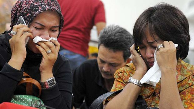 Indonesian relatives of passengers aboard the Russian Sukhoi Superjet 100 weep over news of the crash.