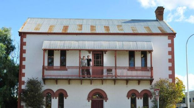 Elaine and Brent Richter are selling their beloved Heritage listed Mill House in Queanbeyan.