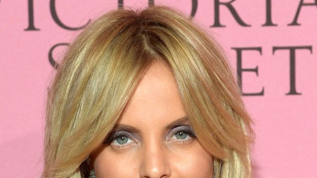 Settlement reached ... Mena Suvari.