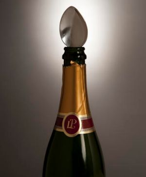False ... spoons don't preserve the fizz in champagne.