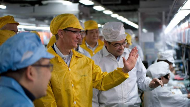 Apple chief Tim Cook visits the iPhone production line at the Foxconn Zhengzhou Technology Park, Henan.