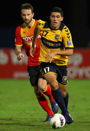 Tom Rogic playing for the Mariners in the Asian Champions League.