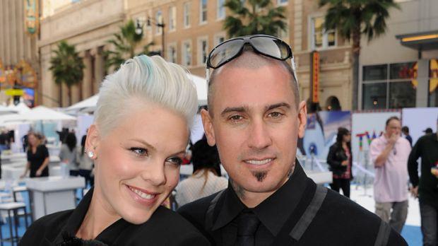 Hospital party ... Pink and husband Carey Hart.
