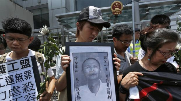Protesters mourn the death of Chinese labor activist Li Wangyang.