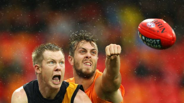 Tim Mohr of the Giants challenges Jack Riewoldt of the Tigers.