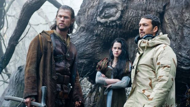 Kristen Stewart on the set of <i>Snow White and the Huntsman</i> with Chris Hemsworth and director Rupert Sanders.