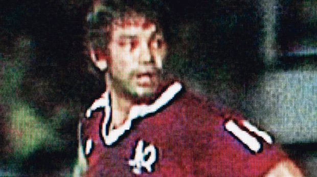 Maroons great Arthur Beetson welcomed the arrival of State of Origin with a high shot in the first minute.