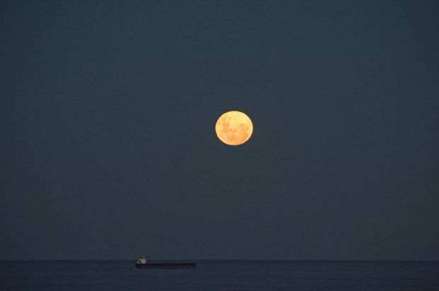 """Super Moon Cruises""."
