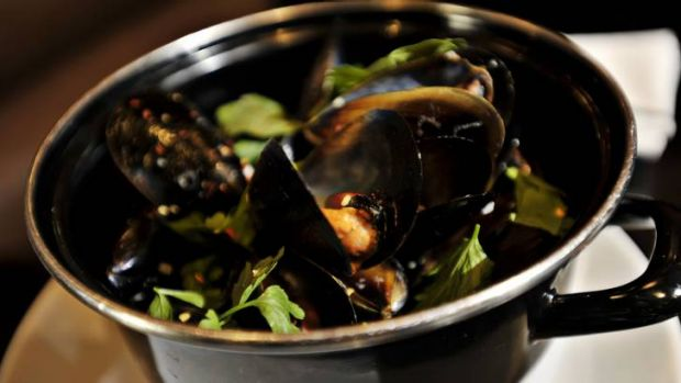 Kingsleys Steakhouse, Boston Bay Mussels Mariniere.