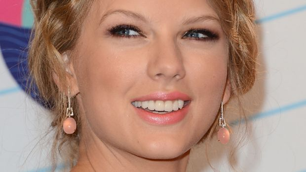 """Awesome"" ... Taylor Swift gets the Kennedy family seal of approval."
