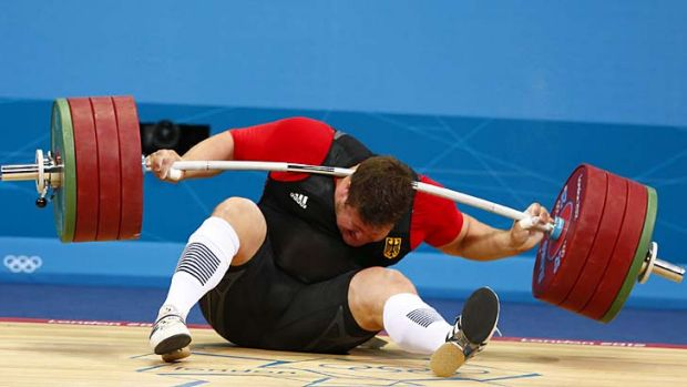 Ouch ...  Matthias Steiner drops 196kg on his head.