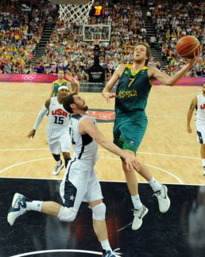 Joe Ingles ... challenged by Kevin Love.