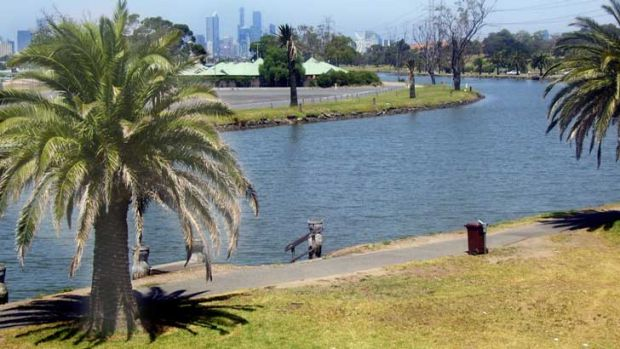 The Maribyrnong River divides growing suburbs and is to have a new bridge at Maidstone.